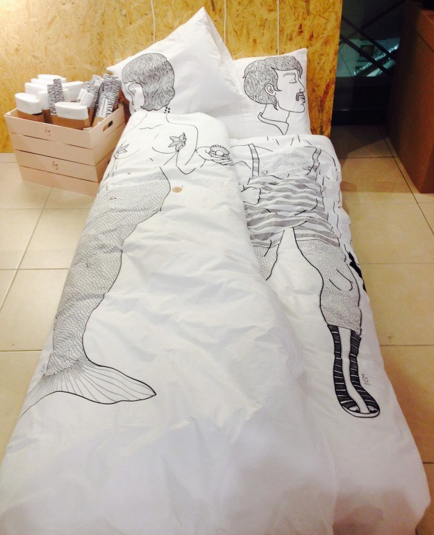 Mies samaan sänkyyn